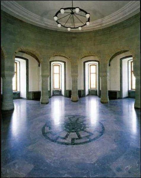 Salão dos Rituais Negros, localizado no Castelo de Wewelsburg, sede esotérica da SS nazista