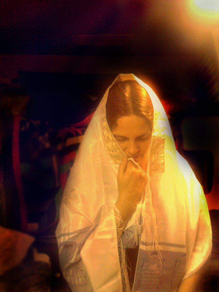 Suplicar bênçãos de Deus e de seus santos Mestres e Anjos é de vital importância para nossa proteção.